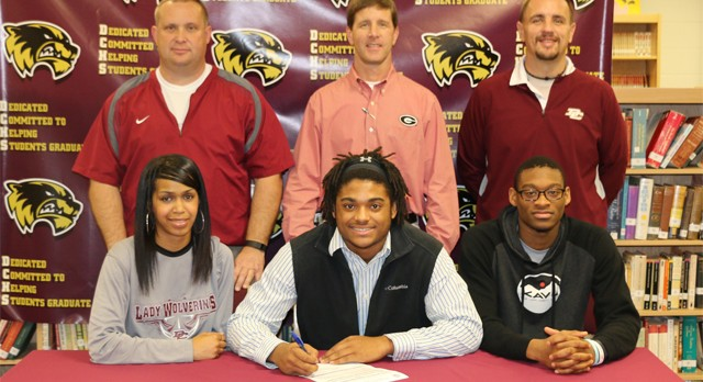 Teddy Cole Signs With Highlands CC