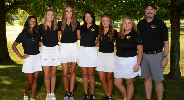 Girls Varsity Gold Golf Wins District Title, Qualifies for State