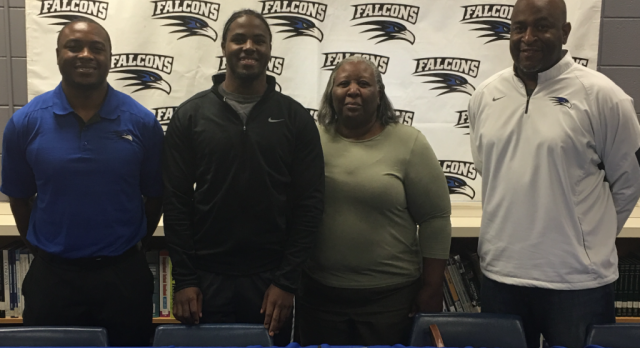 Darquez Montgomery signs with West Alabama