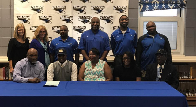 Myron McDaniel signs with Gallaudet University for football