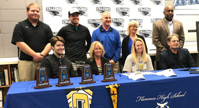 Lilly Holmes signs with UT-Chattanooga for Tennis