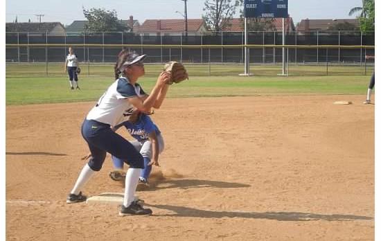 Softball falls to Santa Fe