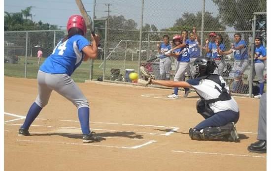 Softball splits games at Santa Fe tournament