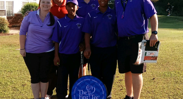 Boys Golf Volunteers at First Tee
