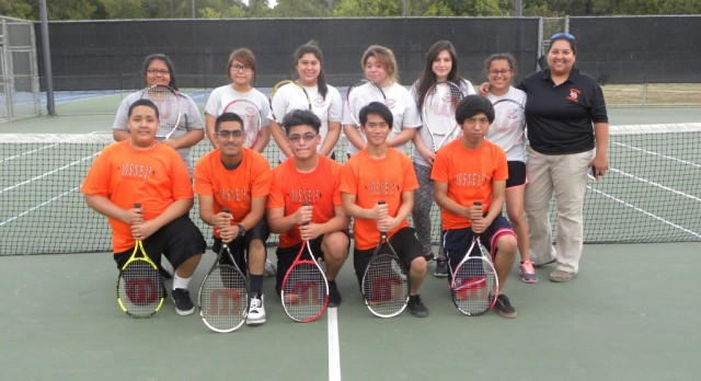 Bulldogs tennis team hits the court for spring