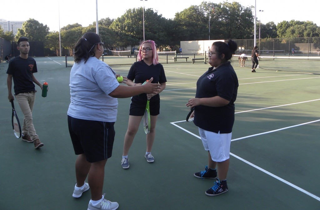 Coach Lisa Buitron-Irani talks with Anna Nguyen (middle) and Yaretsy Muñoz.