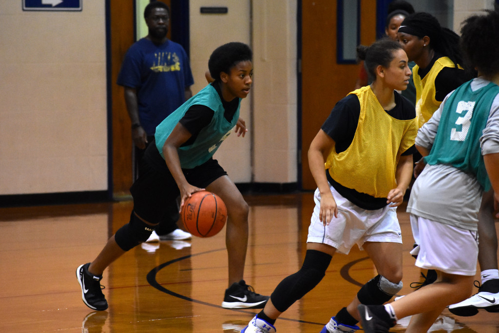 North Dallas High sophomore Terri Jeffery dribbles during a scrimmage