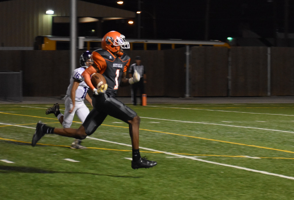 North Dallas receiver Christian Armstrong outruns the Sunset defender to score the first touchdown.