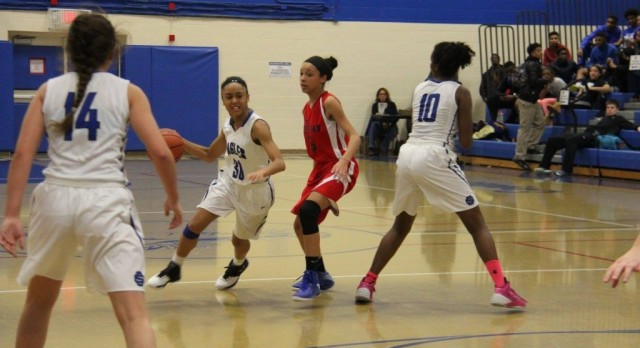 Southfield Christian High School Girls Varsity Basketball falls to Macomb Christian Schools 33-40