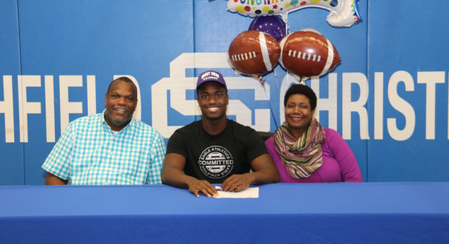 Roberson Signs to Play Football at Mount Union
