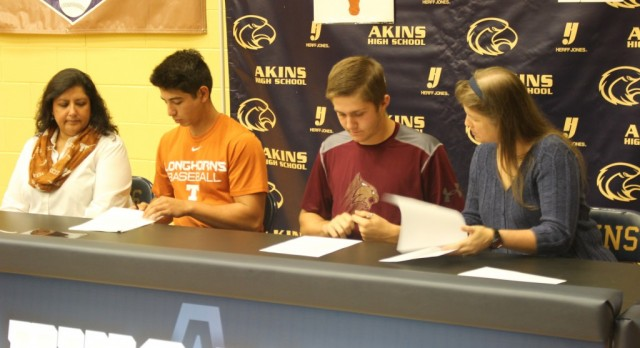 Baseball players sign letters of intent to UT, Texas State