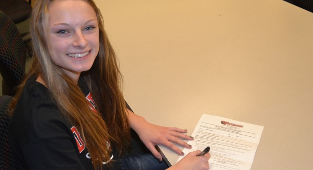 Kelli Weighmink Signs with Davenport