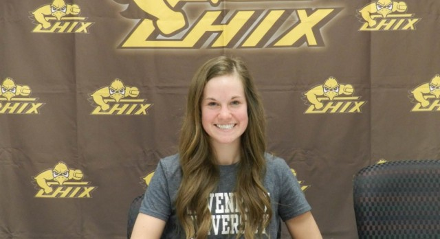 Allison DeRoo signs with Davenport