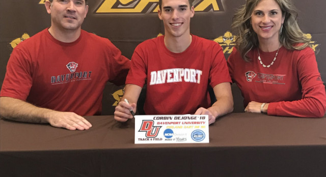 Corbin Signs with Davenport!