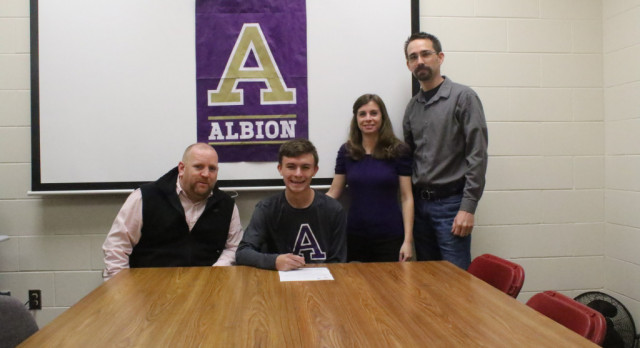 Clapper to play at Albion College