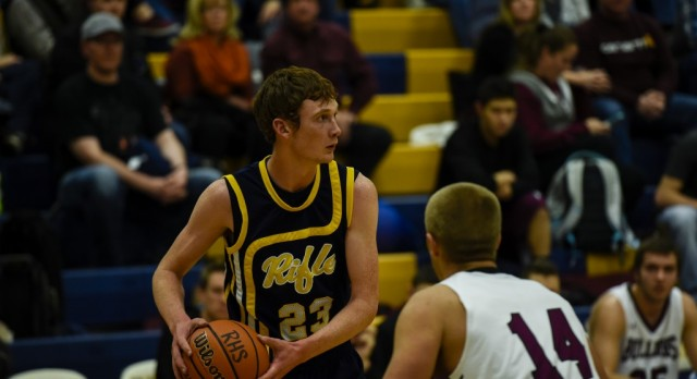 Basketball Teams Head to Final Week After Exciting Boys' Finish