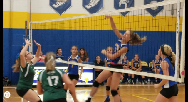 MS Volleyball Takes Down Cloverleaf