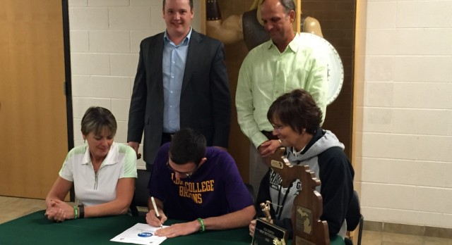 Jake Hinkle Signs to Play Golf at Albion College