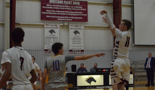 Boys BB: Mustangs Sit in Second Place Halfway Through District Play