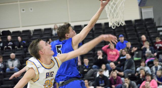 Carik helps lead boys basketball team to 11th straight win!