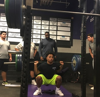 Men's weightlifting start off season with confidence