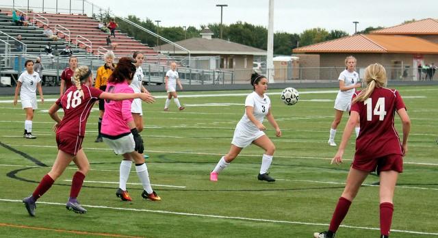 Girls Soccer Falls to Maple Grove