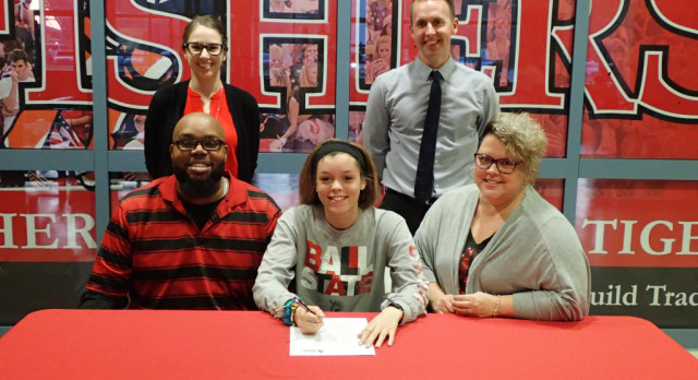 Paris Carver signs to run for Ball State @BallStateSports