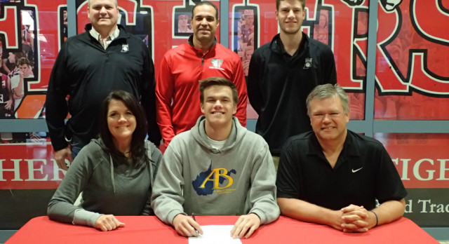 Chase Christiansen signs to play volleyball for Alderson Broadus @ABBattlers