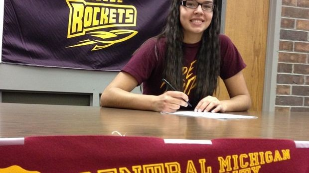 Reyna Frost signs with Central Michigan University