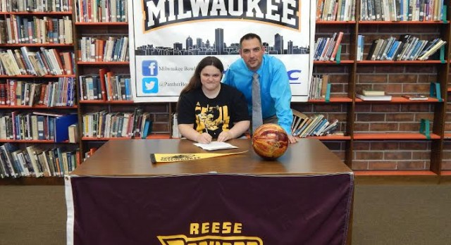 Brianna Curtis signs with the University of Wisconsin- Milwaukee