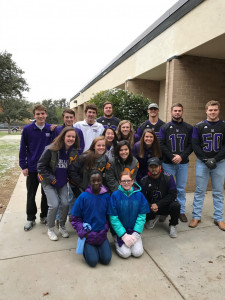 MHS Tennis and Football Teams enjoyed greeting the students of Emerson Elementary early this morning for the Hero's Program!!:)