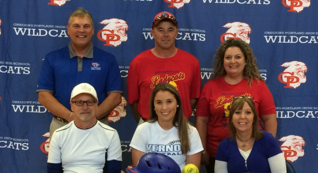 Nicole Pinney Signs with Vernon College