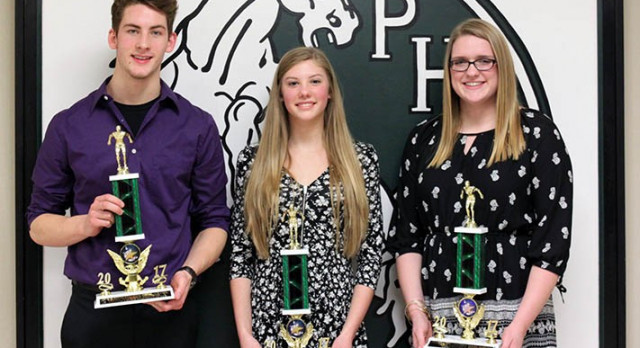 Swim Hands Out Awards