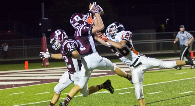 Grandville Football Varsity falls to Rockford High School 7-26
