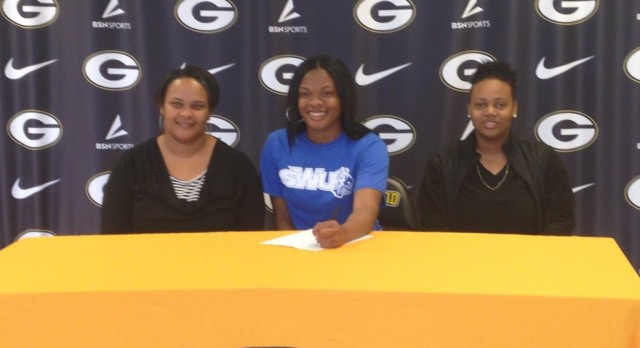 Tanayja Williams Signs Letter of Intent to Play Basketball at Southern Wesleyan University