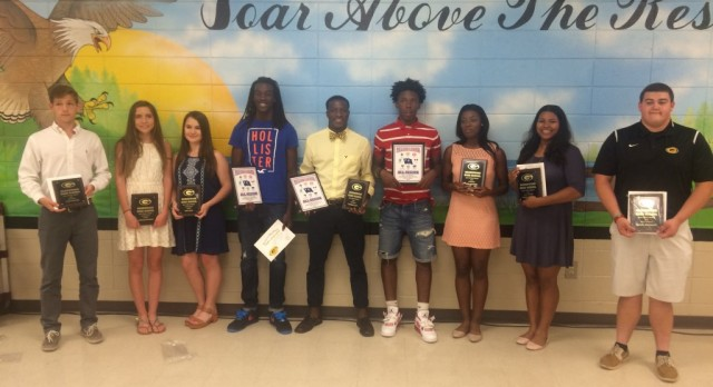 Girls and Boys Track Teams Present 2016 Awards