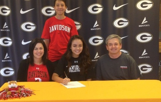Sydney Champaigne Signs with Davidson College