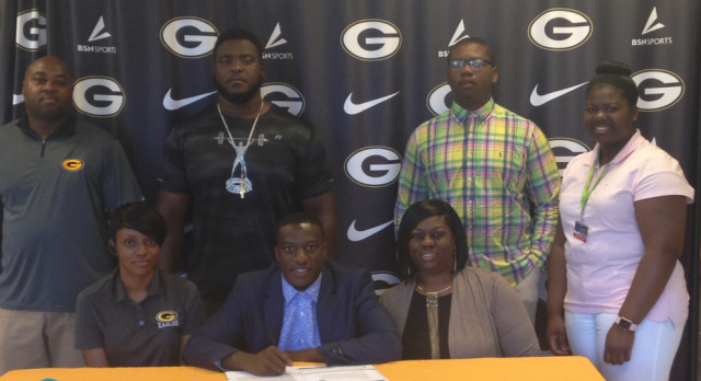 Tydarius Floyd Signs Letter of Intent With Coastal Carolina