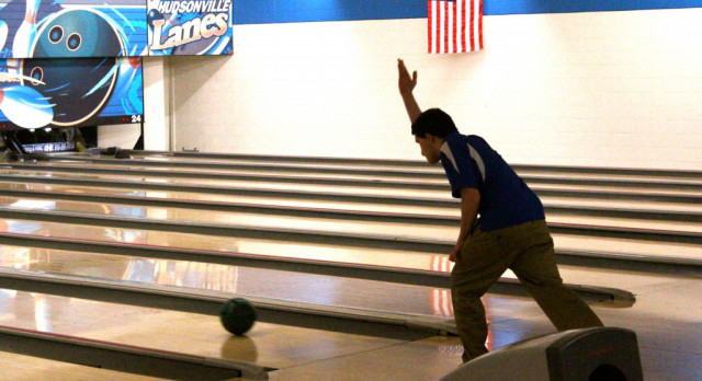 Boys Varsity Bowling beat Godwin Heights 19-11