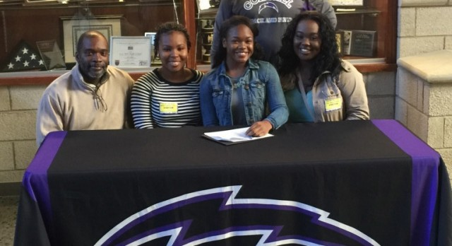 Jasmine Cox signs with the Bulldogs