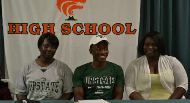 Weaver inks with Upstate