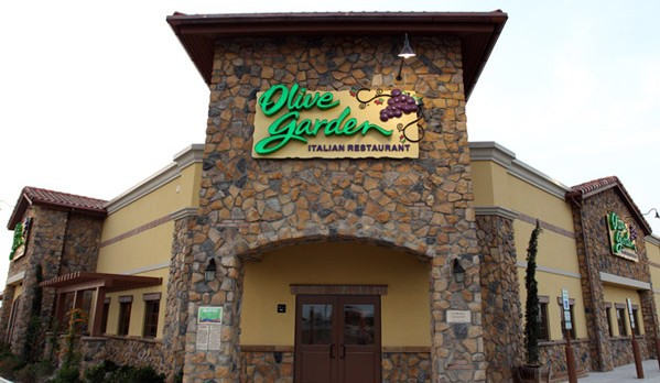 South Hills Football Olive Garden Night