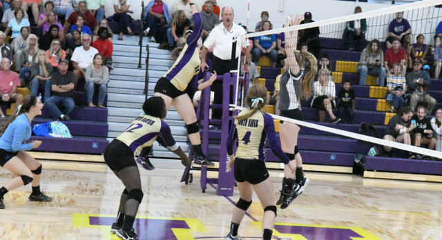 Volleyball wins again in match-up of conference leaders