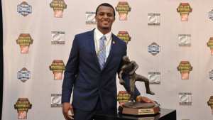 Deshaun Watson with the Davey O'Brien Award