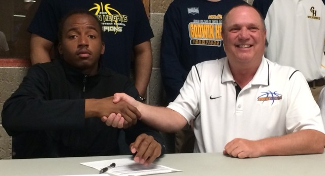 Michael Williams signs to play basketball at Muskegon Community College