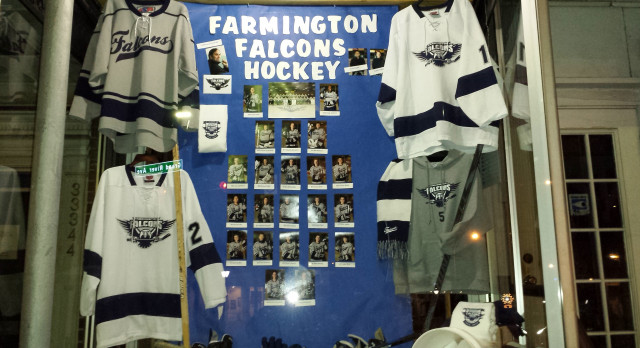Farmington High School Boys Varsity Hockey beat Livonia Franklin High School 4-2