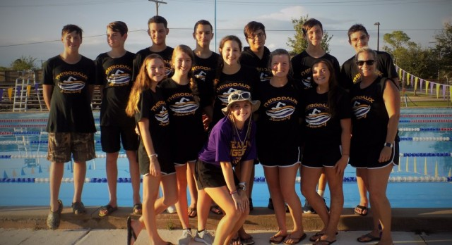 2016 Swim Team Dives Into Another Season