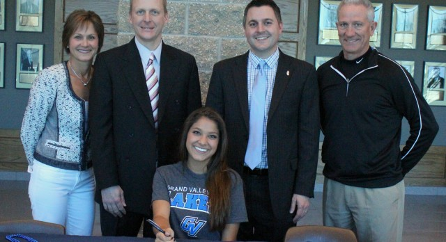 SWEENEY signs to play tennis at Grand Valley