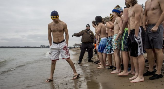NORTHERN HOCKEY TAKES THE PLUNGE FOR CHARITY