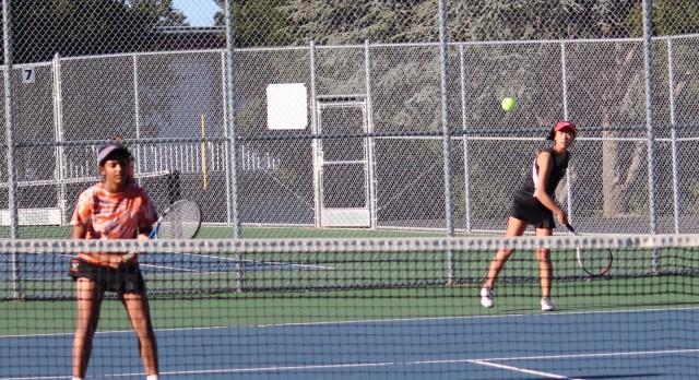 San Mateo High School Girls Varsity Tennis beat Aragon High School 6-1